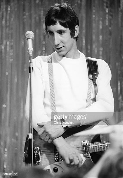 POPS Photo of Pete TOWNSHEND and The Who Pete Townshend posed on set