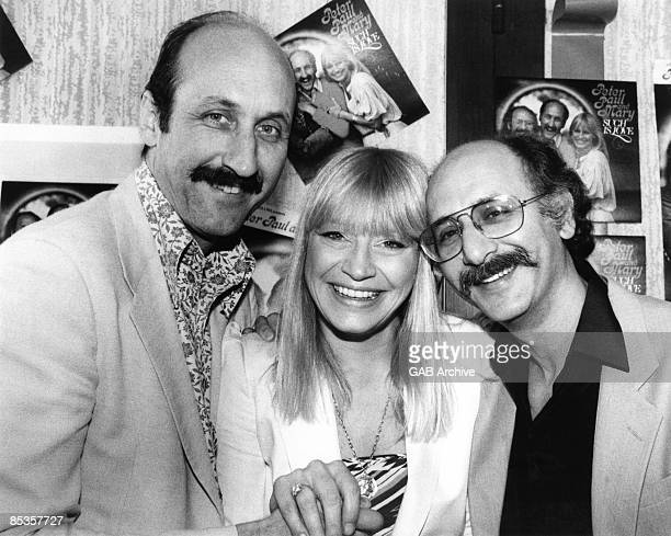 Photo of PETER PAUL MARY Group portrait Noel Paul Stookey Mary Travers and Peter Yarrow