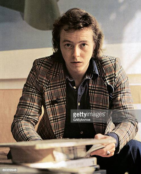 Photo of Peter SKELLERN; posed