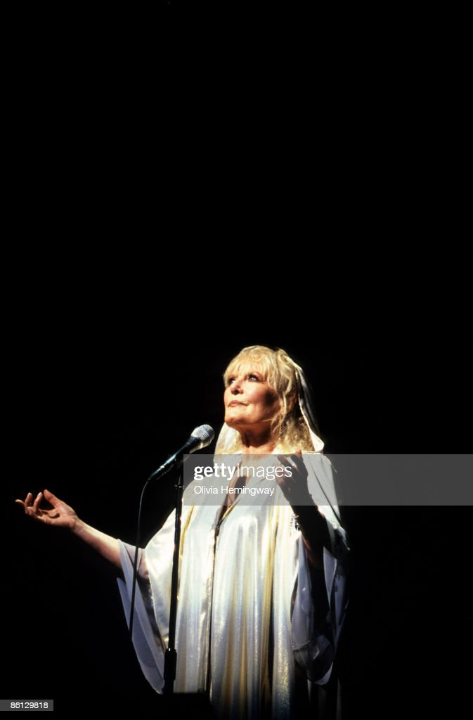 PALLADIUM Photo of Petula CLARK, London Palladium 2002