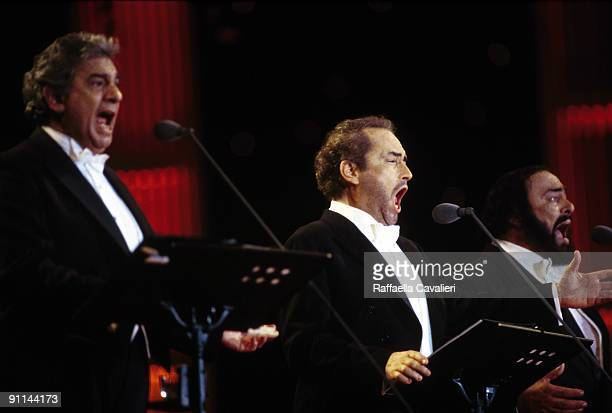 Photo of Placido DOMINGO and Jose CARRERAS and Luciano PAVAROTTI and THREE TENORS