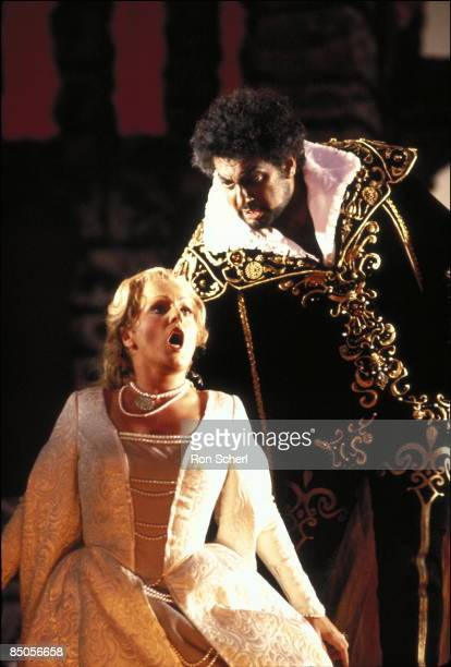 Photo of Placido DOMINGO and Katia RICCIARELLI and OTELLO, Katia Ricciarelli as Desdemona, Placido Domingo as Otello