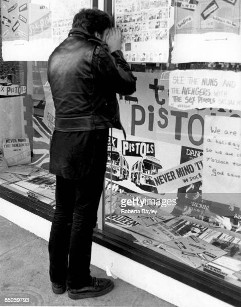 FRANCISCO Photo of PUNKS and SEX PISTOLS and Steve JONES and 70'S STYLE Steve Jones peering into a San Francisco record store on final tour