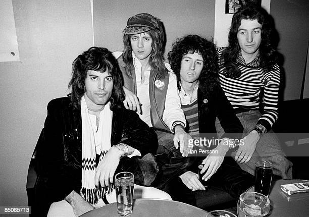 Photo of QUEEN and Brian MAY and Freddie MERCURY and Roger TAYLOR and John DEACON LR Freddie Mercury Roger Taylor Brian May John Deacon posed group...