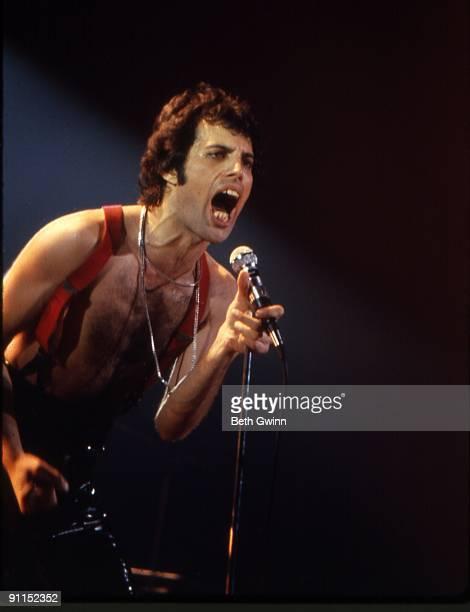 NASHVILLE Photo of QUEEN and Freddie MERCURY Freddie Mercury performing on stage