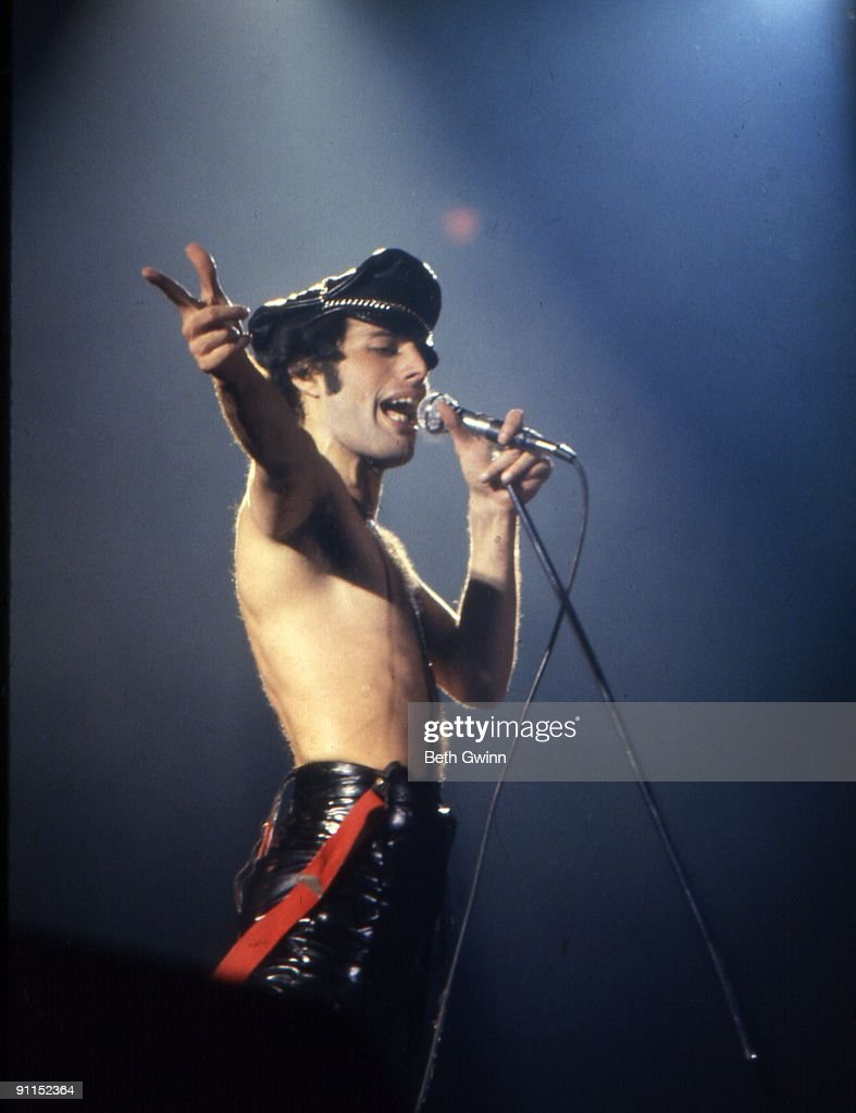 Photo of QUEEN and Freddie MERCURY : News Photo