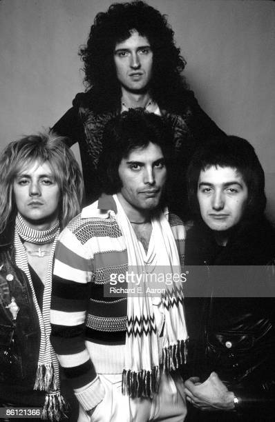 Photo of QUEEN Roger Taylor Freddie Mercury Brian May John Deacon posed group portrait