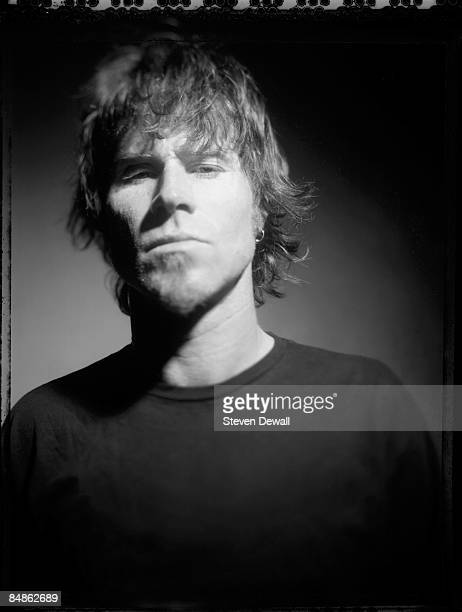 Photo of QUEENS OF THE STONE AGE and Mark LANEGAN Posed studio portrait of Mark Lanegan