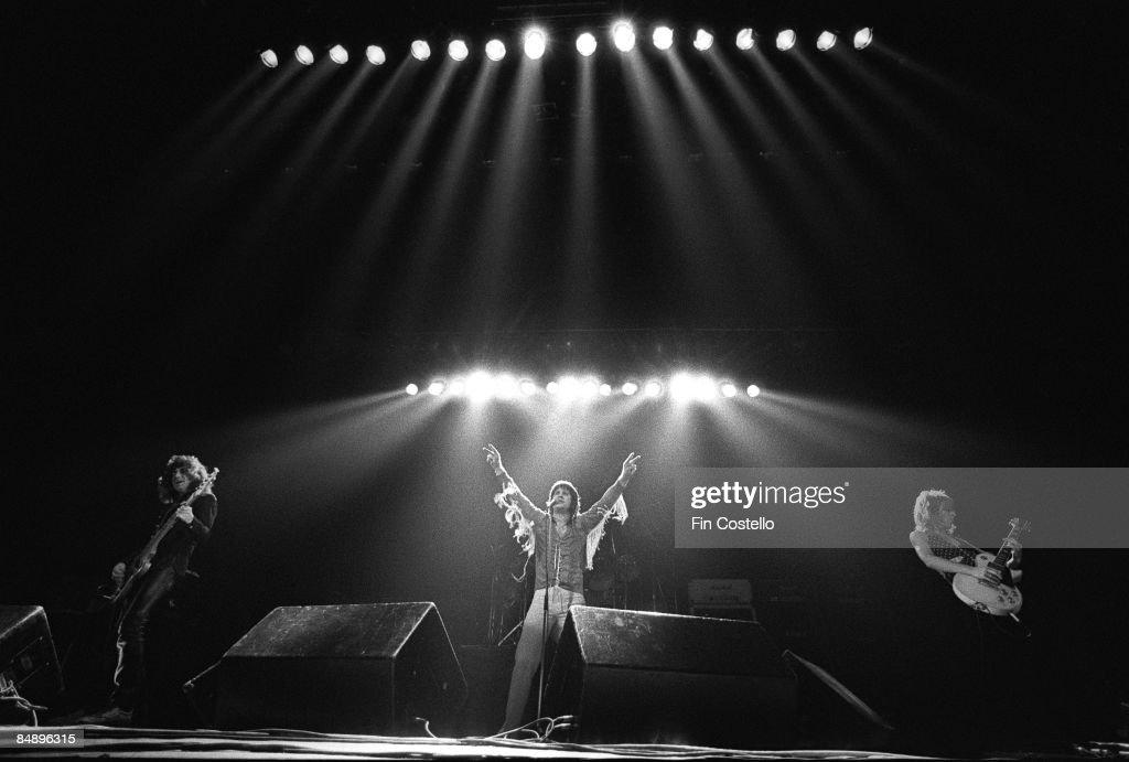 Photo of Randy RHOADS and Ozzy OSBOURNE : News Photo