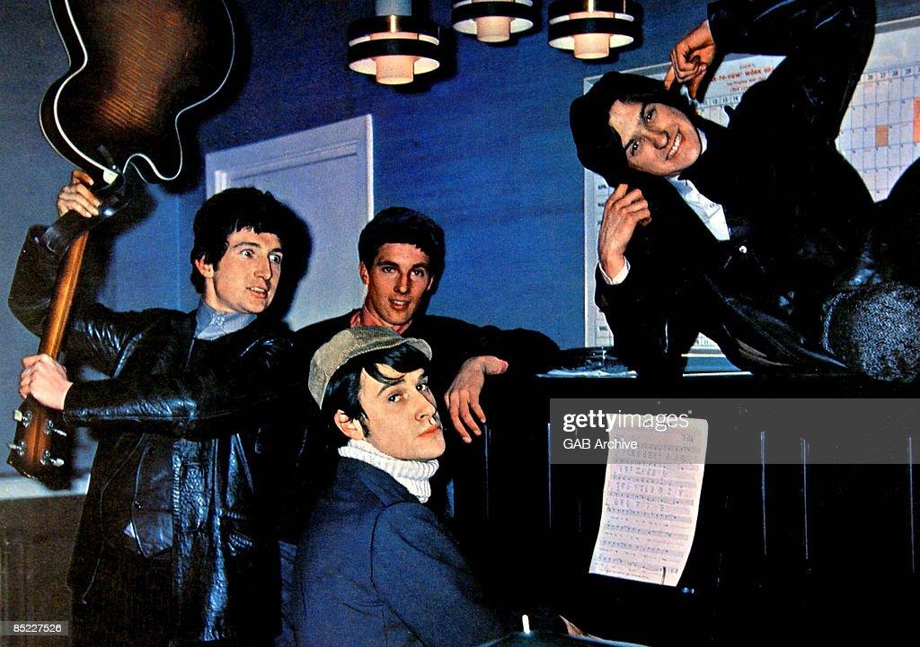Photo of Ray DAVIES and Mick AVORY and KINKS and Dave DAVIES and Pete QUAIFE : News Photo
