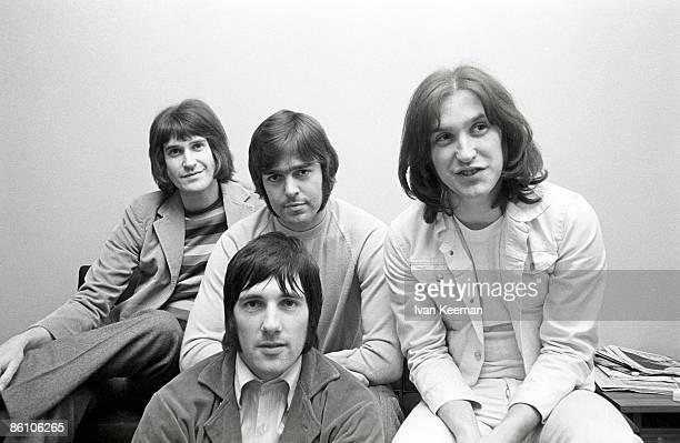 Photo of Ray DAVIES and Mick AVORY and KINKS and John DALTON and Dave DAVIES LR Ray Davies John Dalton Mick Avory Dave Davies posed group shot