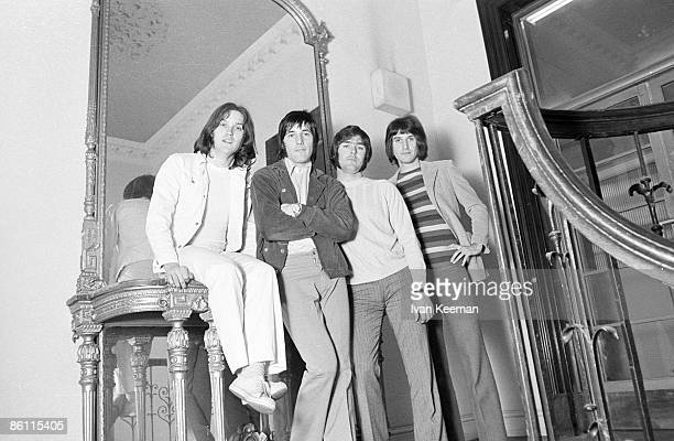 Photo of Ray DAVIES and Mick AVORY and KINKS and John DALTON and Dave DAVIES LR Dave Davies Mick Avory John Dalton Ray Davies posed group shot