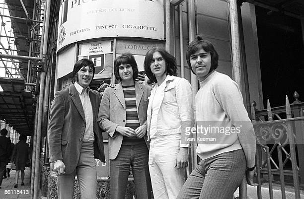 Photo of Ray DAVIES and Mick AVORY and KINKS and John DALTON and Dave DAVIES LR Mick Avory Ray Davies Dave Davies John Dalton posed group shot