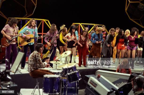 Photo of Ray DAVIES and Mick AVORY and KINKS and John GOSLING and John DALTON and Dave DAVIES, L-R: Dave Davies, Ray Davies, Mick Avory , John...