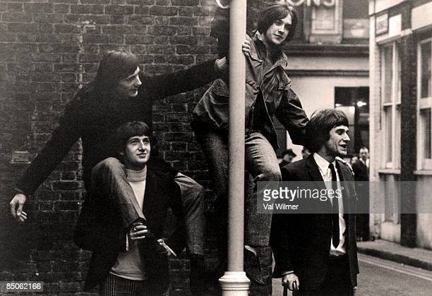 Photo of Ray DAVIES and Pete QUAIFE and Mick AVORY and KINKS and Dave DAVIES Mick Avory Pete Quaife Dave Davies Ray Davies posed group shot