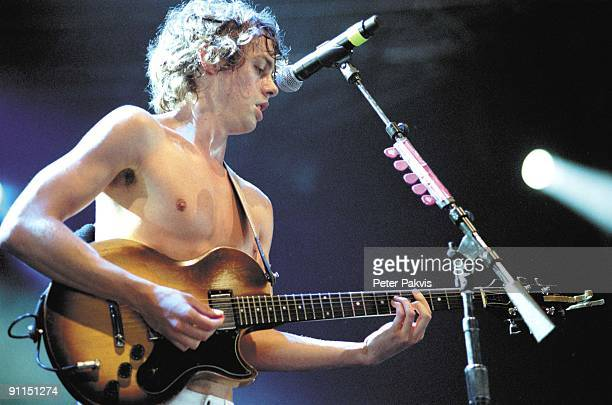 FESTIVAL Photo of RAZORLIGHT Razorlight Lowlands Biddinghuizen Nederland 18 augustus 2006 Pop rock de zanger en gitarist speelt met ontbloot...