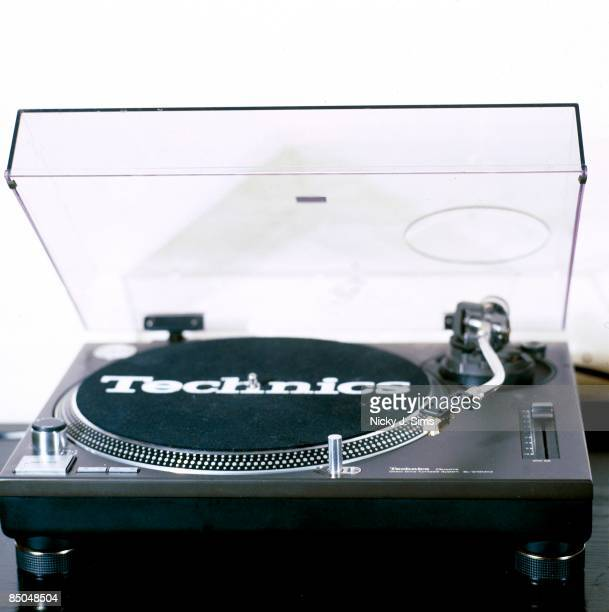Photo of RECORD PLAYER Technics 1210 Turntable
