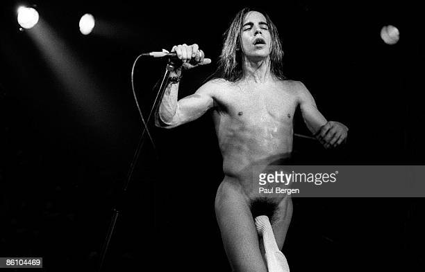 Photo of RED HOT CHILI PEPPERS Eindhoven Effenaar Red Hot Chilli Peppers Singer Anthony Kiedis