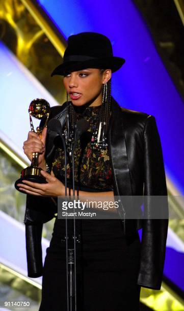 AWARDS Photo of REF 54281 Alicia Keys wins award for best selling new artist at the World Music Awards Monte Carlo