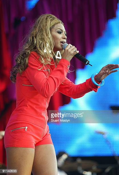 PARK Photo of REF PARTY IN PARK/HYDE PARK/STUART MOSTYN Beyonce Knowles Destiny's Child performs live on stage at the Capital FM Princes Trust Party...