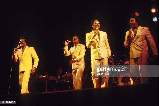 Photo of Renaldo BENSON and Abdul FAKIR and FOUR TOPS and Lawrence PAYTON and Levi STUBBS Group performing on stage LR Levi Stubbs Renaldo 'Obie'...