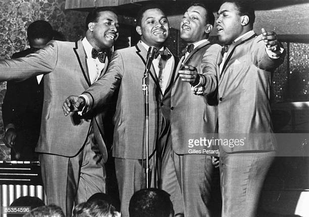 Photo of Renaldo BENSON and Abdul FAKIR and FOUR TOPS and Lawrence PAYTON and Levi STUBBS; Four Tops performing on stage L-R Levi Stubbs, Renaldo...