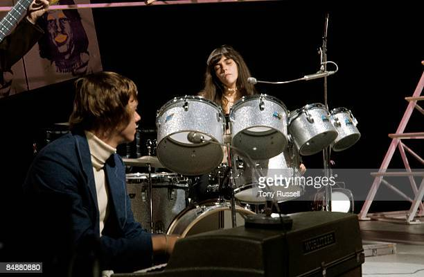 CENTRE Photo of Richard CARPENTER and Karen CARPENTER and CARPENTERS Richard Carpenter Karen Carpenter performing on BBC 'In Concert' series