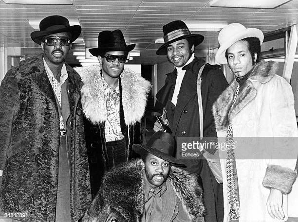 Photo of Richard STREET and TEMPTATIONS and Otis WILLIAMS and Damon HARRIS and Melvin FRANKLIN and Dennis EDWARDS; Group portrait - L-R Otis...