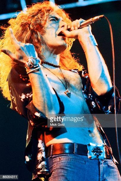 COURT Photo of Robert PLANT and LED ZEPPELIN Robert Plant performing live onstage
