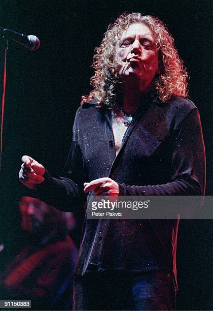 HALL Photo of Robert PLANT Robert Plant Heineken Music Hall Amsterdam Nederland 05 april 2006 Pop hardrock zanger Robert Plant zingt is in extase en...
