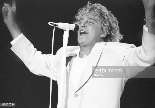 Photo of Rod STEWART Performing live on stage