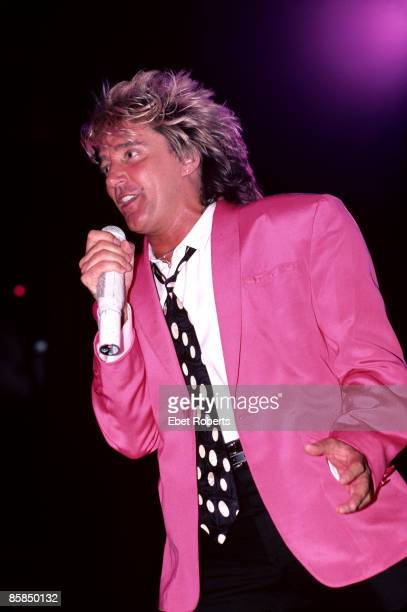 GARDEN Photo of Rod STEWART performing live onstage wearing pink jacket