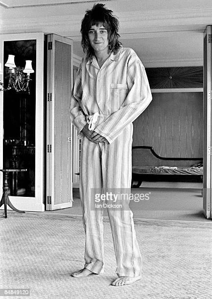 Photo of Rod STEWART; posed at the Royal Garden Hotel, Kensington, wearing pyjamas