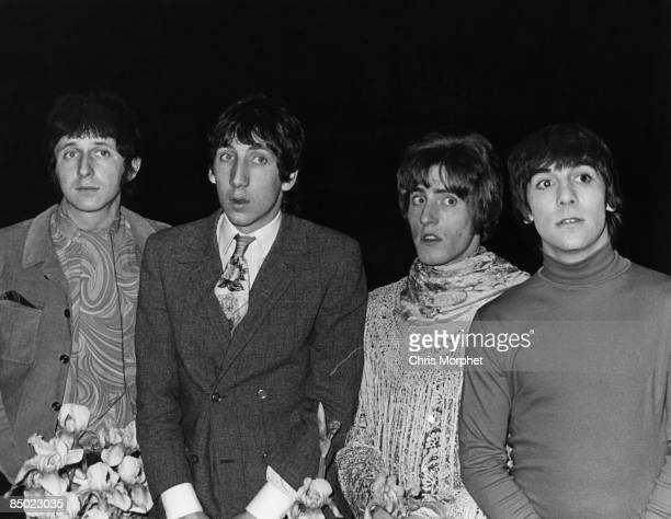 Photo of Roger DALTREY and The Who and Pete TOWNSHEND and Keith MOON LR John Entwistle Pete Townshend Roger Daltrey Keith Moon posed group shot