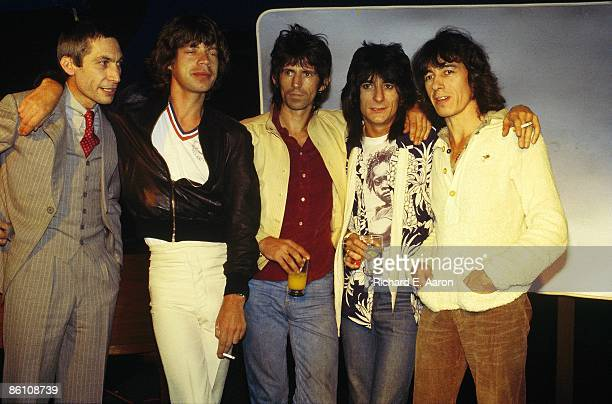 Photo of ROLLING STONES LR Charlie Watts Mick Jagger Keith Richards Ron Wood Bill Wyman posed group shot at press conference