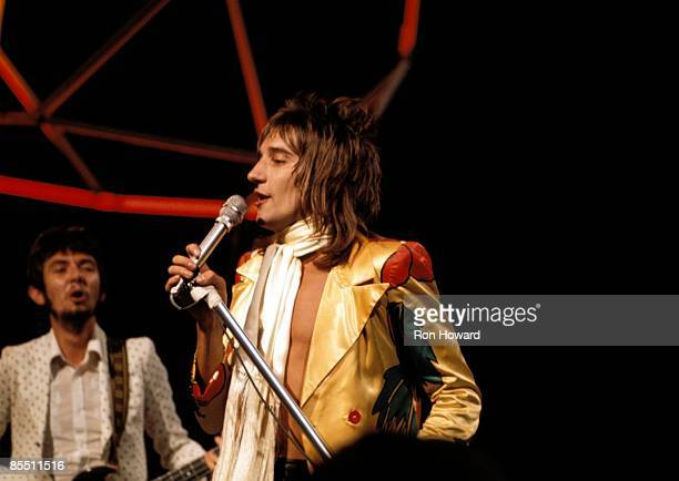 POPS Photo of Ronnie LANE and FACES and Rod STEWART Ronnie Lane and Rod Stewart performing on show