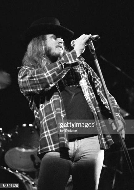 THEATRE Photo of Ronnie VAN ZANT and LYNYRD SKYNYRD Ronnie Van Zant performing live onstage