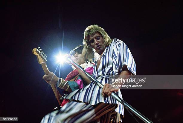 Photo of Ronnie WOOD and Rod STEWART and FACES and Ron WOOD Ron Wood Rod Stewart performing live onstage