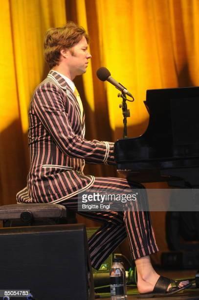 HOUSE Photo of Rufus WAINWRIGHT Rufus Wainwright performing on stage