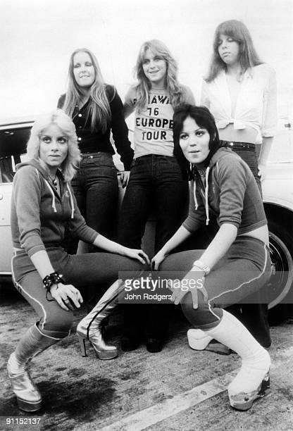 Photo of RUNAWAYS and Lita FORD and Joan JETT and Jackie FOX and Sandy WEST and Cherie CURRIE Posed group portrait LR Cherie Currie Lita Ford Sandy...