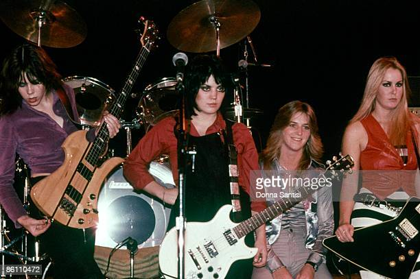 Photo of RUNAWAYS Live at the Roxy Club Sandy West is 2nd fron right
