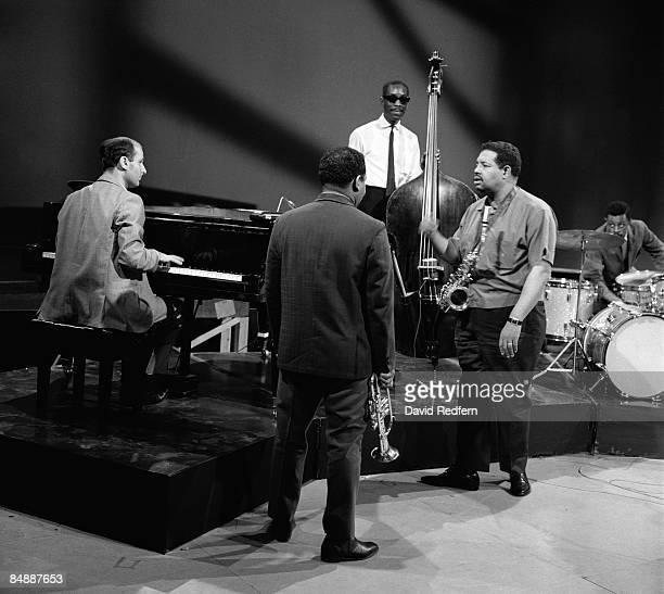 Photo of Sam JONES and Cannonball ADDERLEY and Joe ZAWINUL and Louis HAYES, L-R: Joe Zawinul on piano, Nat Adderley, Sam Jones, Cannonball Adderley,...