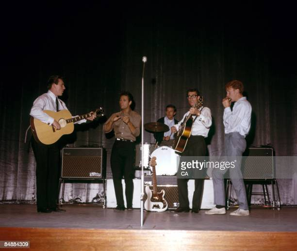 Photo of SHADOWS and Cliff RICHARD and Hank MARVIN and Bruce WELCH and Brian LOCKING and Brian BENNETT; with the Shadows - L to R: Bruce Welch, Cliff...