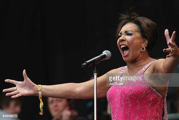 FESTIVAL Photo of Shirley BASSEY performing live onstage