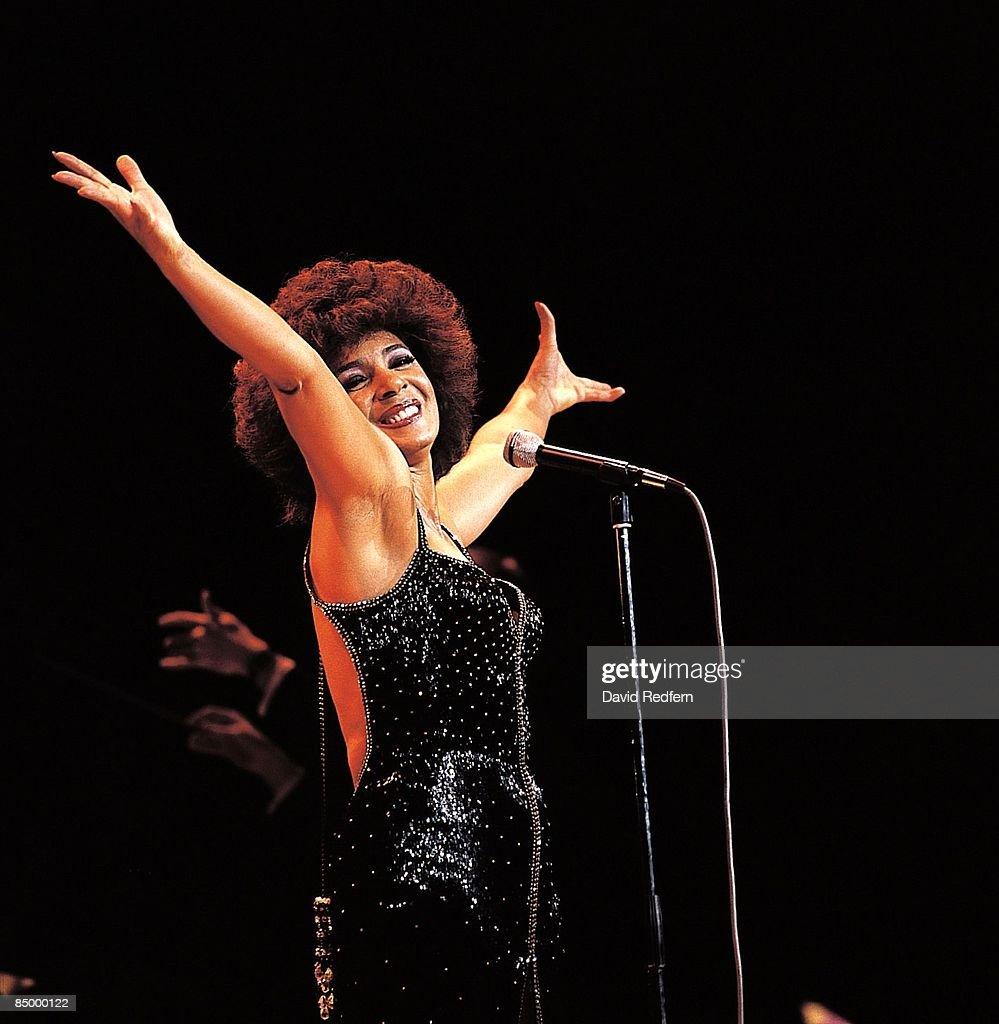 Photo of Shirley BASSEY;