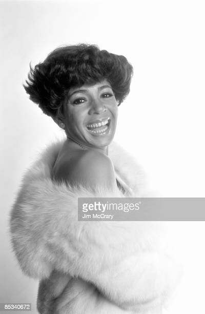 Photo of Shirley BASSEY Posed studio portrait of Shirley Bassey