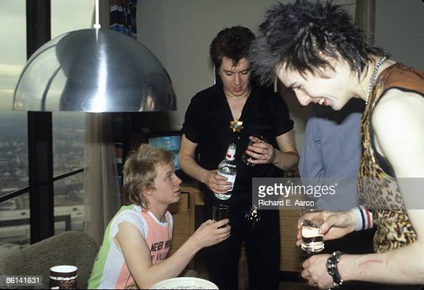 USA Photo of Sid VICIOUS and Steve JONES and Paul COOK and SEX PISTOLS Paul Cook Steve Jones Sid Vicious in hotel room on final tour