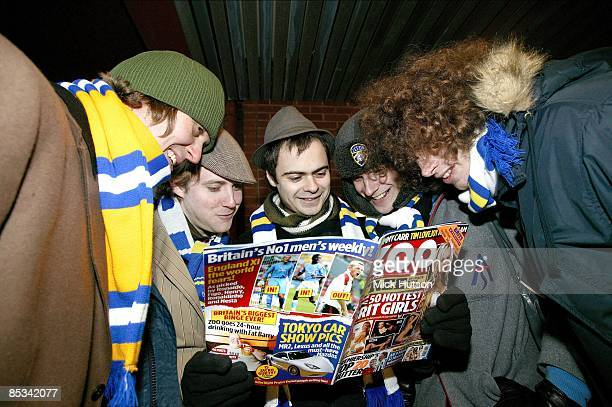 ROAD Photo of Simon RIX and Nick HODGSON and Ricky WILSON and Andrew WHITE and KAISER CHIEFS and Nick BAINES LR Andrew 'Whitey' White Ricky Wilson...