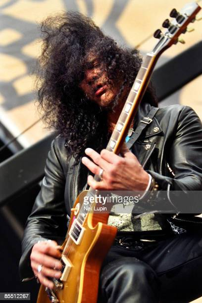 PARK Photo of SLASH and VELVET REVOLVER Slash