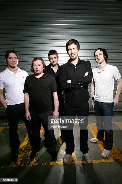 Photo of SNOW PATROL and Jonny QUINN and Tom SIMPSON and Nathan CONNOLLY and Gary LIGHTBODY and Paul WILSON, L-R: Jonny Quinn, Tom Simpson, Nathan...